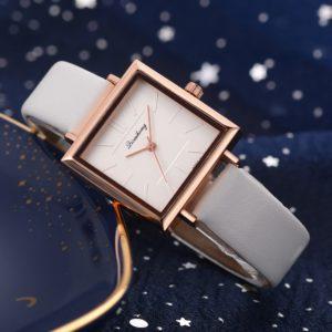 Женские наручные часы с кожа кристал